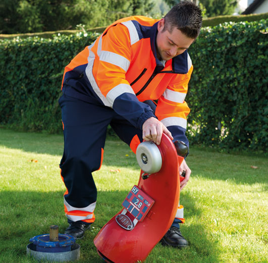 vonRoll hydro service technicians for hydrant maintenance